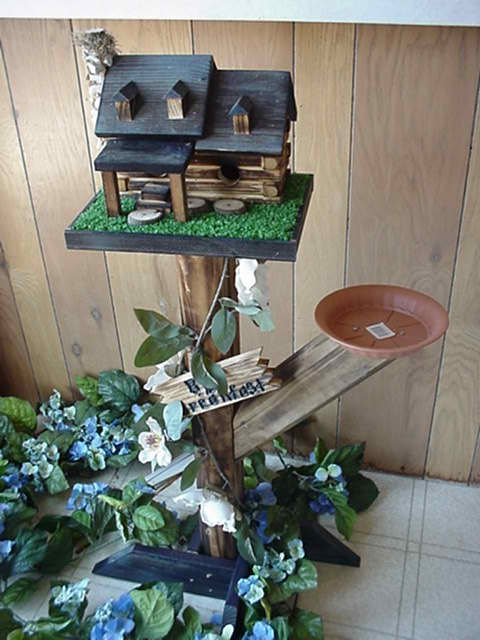 Amish Handcrafted Log Cabin Birdhouse/Feeder
