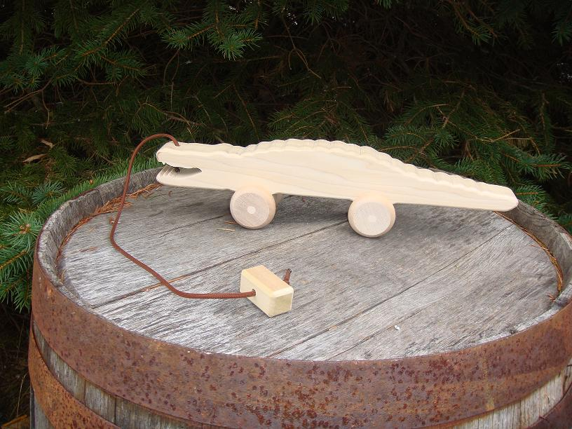 Child Play – Unfinished Wooden Pull-Toy Alligator